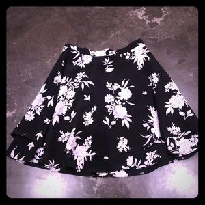 Black and White floral print miniskirt -size small